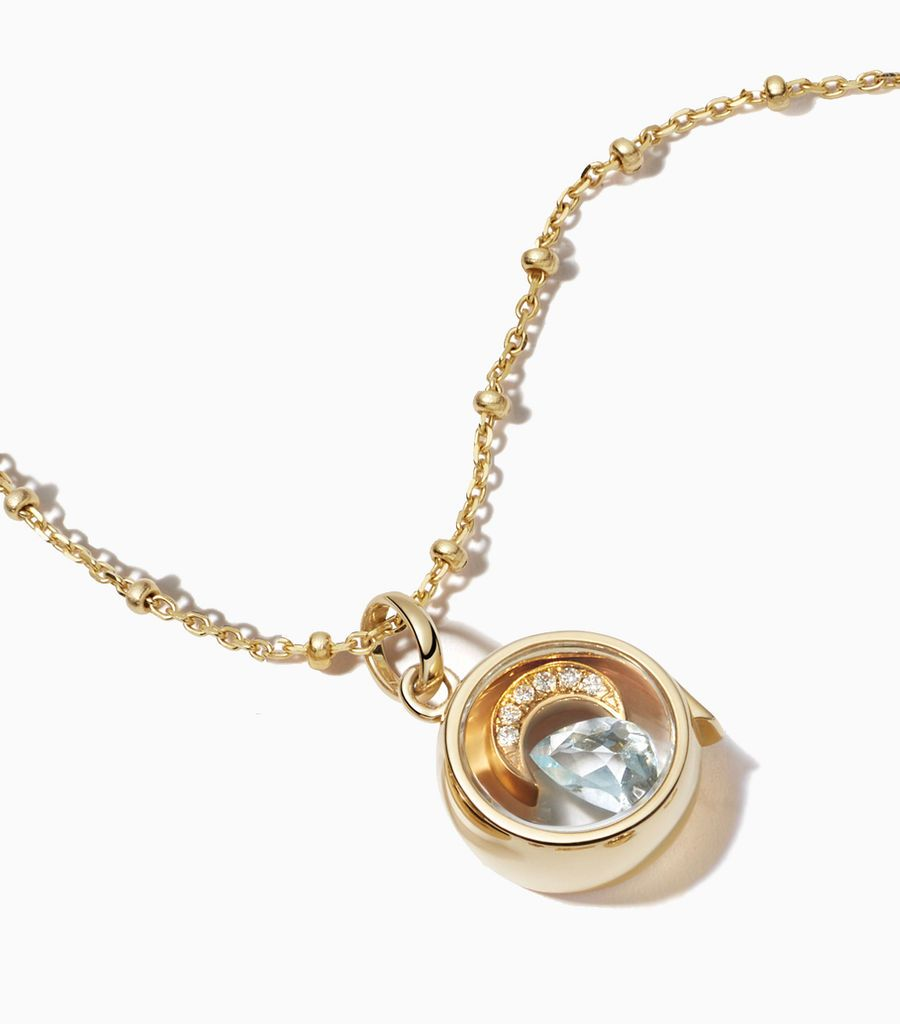 9 carat yellow gold, round locket, set with a bevel edged, crystal glass front and a flat crystal glass back. The locket is designed with a side hinge for secure fastening and measures 12mm